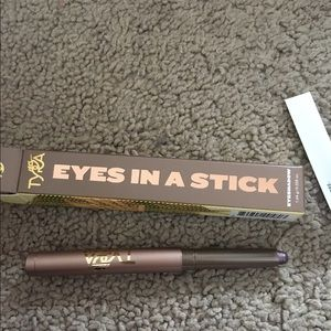 Tyra NIB eyes in a stick
