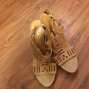 Bandolino Shoes - Bandolino Leather Strappy sandals/ wood heel Sz 9W