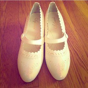 New vintage white shoes!