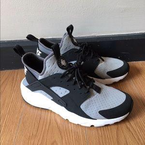 Nike Huarache Black/Grey