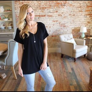 Black v neck pocket boyfriend tee