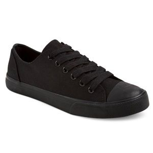 Black Sneakers  Converse Style