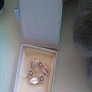 CORO  Jewelry - CORO VINTAGE Goldtone Pearl Pin