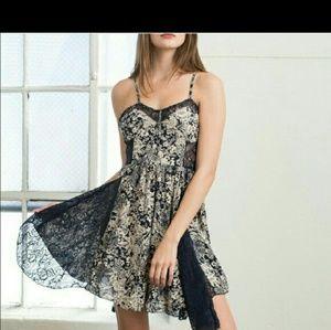 💚HOST PIC! SALE Super cute blu/cream w/lace dress