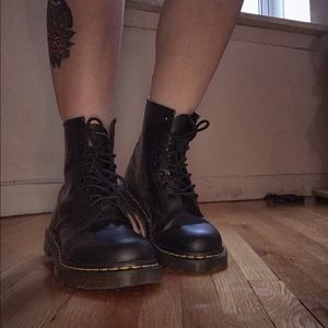 Dr. Martens 1460 Smooth/ Like New condition US 7