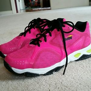 Avia Shoes - *NWOT AVIA Wide Athletic Shoes*