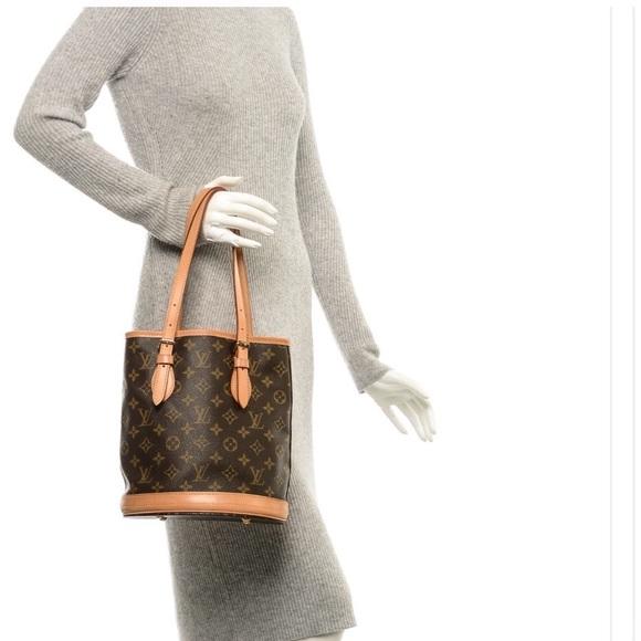 7eca38e53d Louis Vuitton Handbags - Price drop🎉Authentic Louis Vuitton small bucket