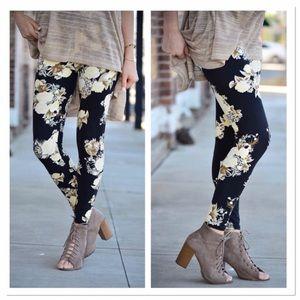 Infinity Raine Pants - ✨2 for 35✨ Bahama print leggings OS