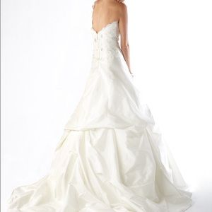 "kirstie kelly Dresses - Wedding Dress - Kirstie Kelly ""Topaz"""