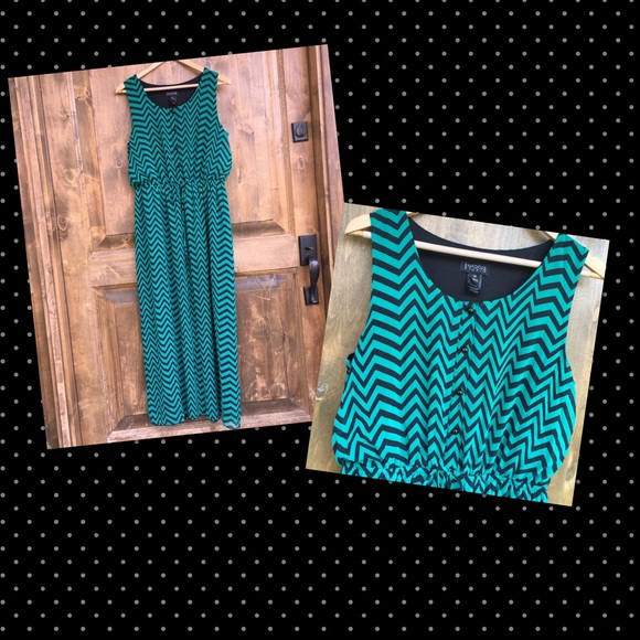 Enfocus Studio Dresses Chiffon Chevron Print Maxi Dress Plus Size