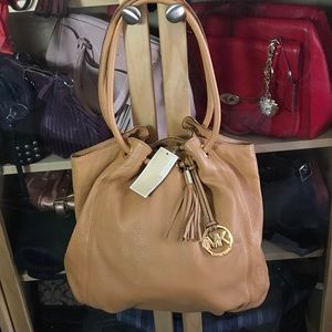 🔥SALE🔥 NEW Michael Kors Ring tote in peanut