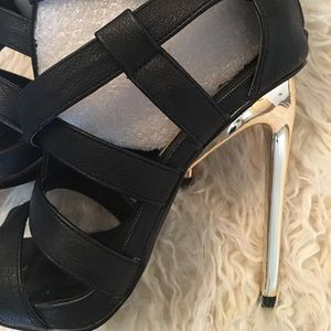 Steve Madden Shoes - Steve Madden Getlow Gladiador Heels.