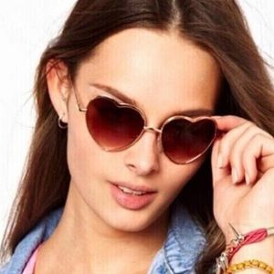 Foster Grant Accessories - 🌷NWT! Foster Grant Rose Heart shaped sunglasses🌷