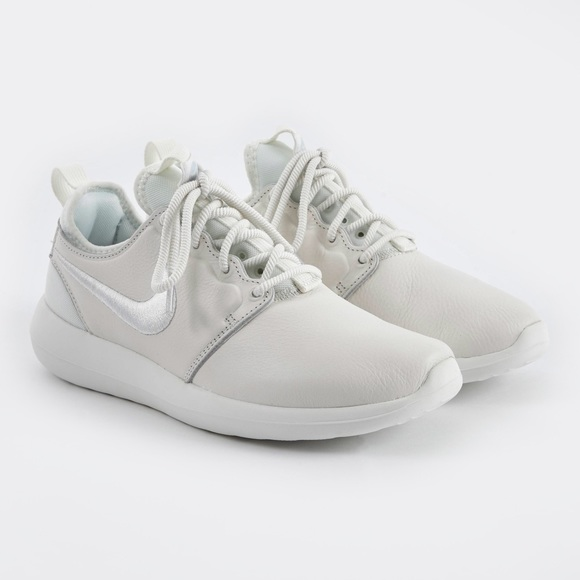 cheap for discount cb764 870de Nike Nikelab Roshe Two Leather PRM