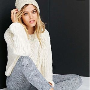 NWOT SUPER SOFT Abercrombie Cable Knit Sweater