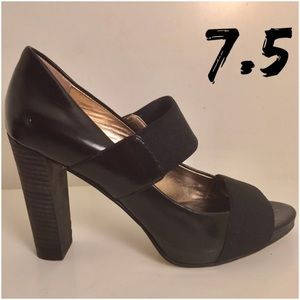 Banana Republic Shoes - Banana Republic block heeled strapped shoe - 7.5