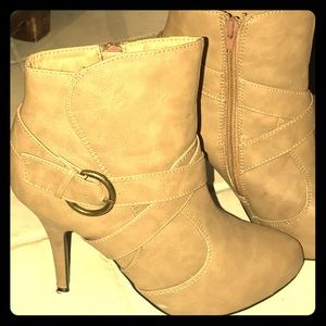 shoedazzle Shoes - Shoedazzle zip-up camel stiletto booties