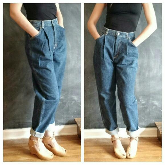 5aeeeb14b2536 Vintage 900 s Levi s Mom Jeans