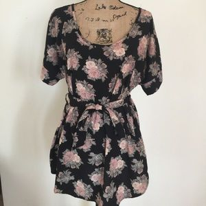 Pretty floral top with tie