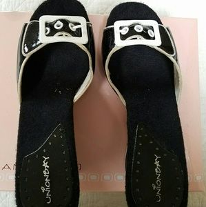 UNIONBAY Shoes - BLACK & WHITE WEDGE SLIDES
