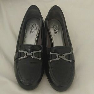 Life stride black patent leather loafers 7w