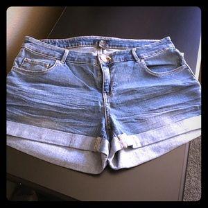H & M denim short shorts