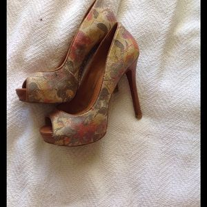 Schultz Shoes - Shultz platform heels in tapestry fabric