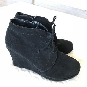 DV by Dolce Vita Shoes - DV Dolce Vita Black Suede Wedge Tie Shoes Size 7.5