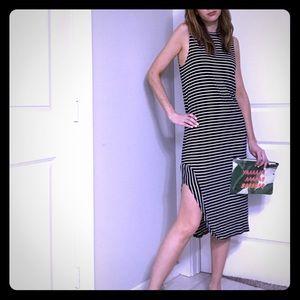 b&w Striped midi dress - minimalist vibe!