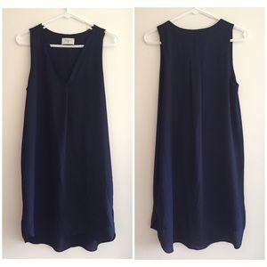 Everly Dresses & Skirts - Everly v neck shift dress