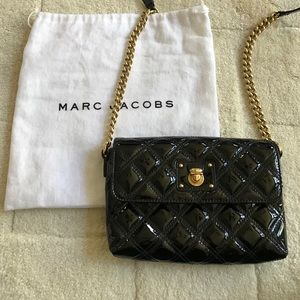 """Marc Jacobs the """"Single"""" crossbody in patent black"""