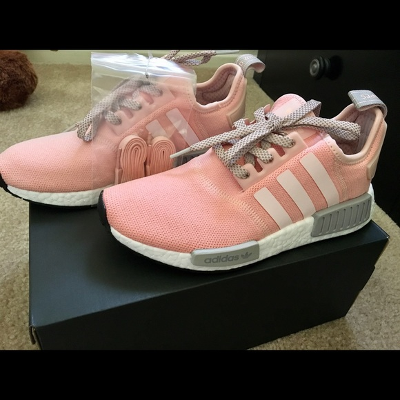 df1cbd0ed42b1 Adidas NMD R1 in Vapour Pink