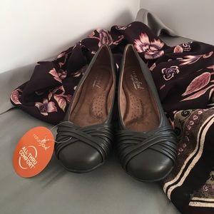 Natural Soul Shoes - Natural Soul Comfort Dark Gary Flats. NIB