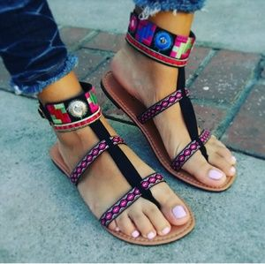 🆕//The Zendaya//Black Aztec Embroidery Sandal