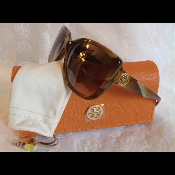 13e3354562c1 NWT Tory Burch Sunnies TY7086 Honey Horn Frames
