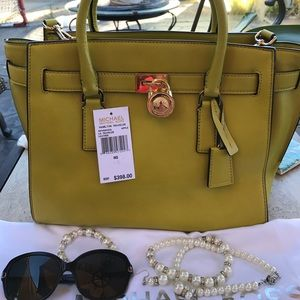 Michael Kors Handbags - **SALE** Michael Kors Hamilton Traveler Bag❤️💖❤️