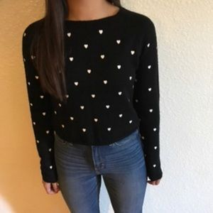 Blk & wht heart print cropped sweater