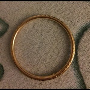 18k Gold Bangle Bracelet (8 grams)