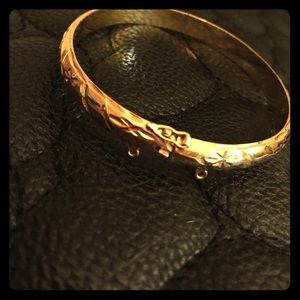 18kt Gold Bangle Bracelet (10 grams)