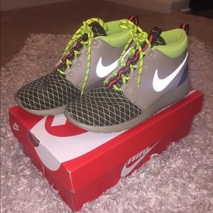 Nike Shoes - Nike Roshe One Mid Winter GS