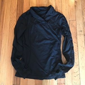lululemon athletica Tops - LULULEMON Running pullover w/ pocket & thumbholes