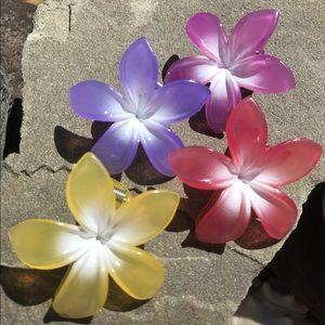 Color changing flower barrettes