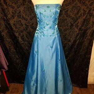 Morgan & Co. Dresses & Skirts - Morgan and Co. gown