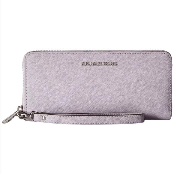 a603773f835d NEW Michael Kors JetSet Travel Lilac silver Wallet