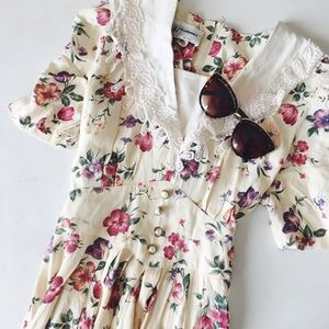 {vintage} 🌿 floral midi lace neckline dress