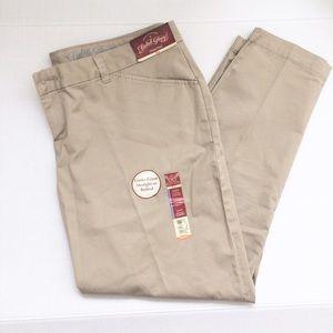 Pants - Women's Khaki Pants (NWT)