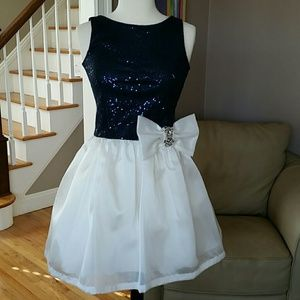 Zoe Ltd Other - Zoe Ltd NWT Navy Blue Ivory White Sequin Dress