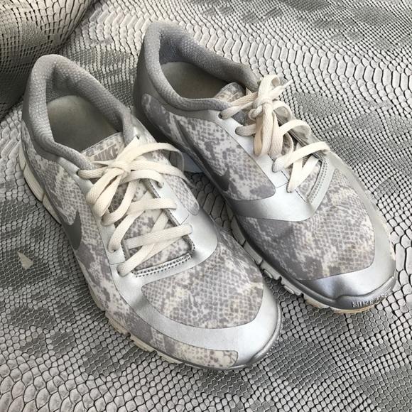 new style a976f 3b137 White snow leopard snake Nike Free run. M 58e169766d64bcd93501e431