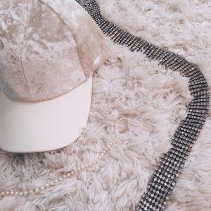 Fashionomics Accessories - crushed velvet baseball cap - ivory ☁️🐚💡