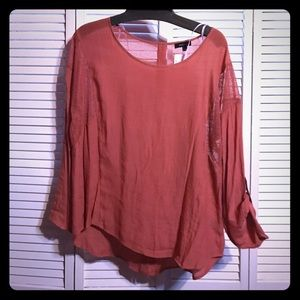 Nwt back button blouse
